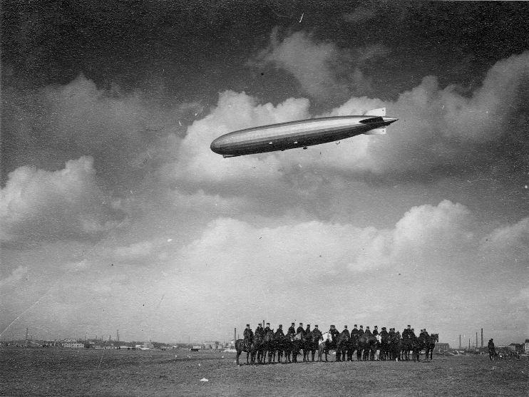 Az LZ127 Graf Zeppelin Budapesten (Magyar Műszaki és Közlekedési Múzeum RR-F)